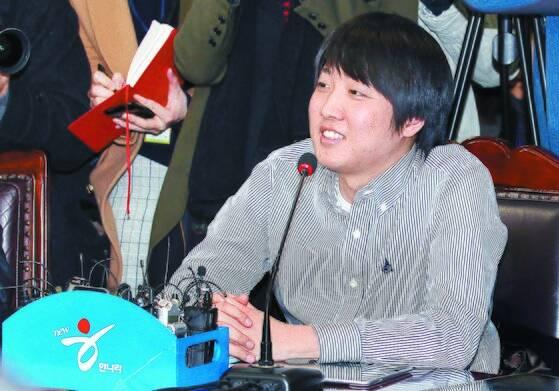 2011년 12월 27일 한나라당 당사에서 열린 비대위 회의에 참석한 이준석 대표. [중앙포토]