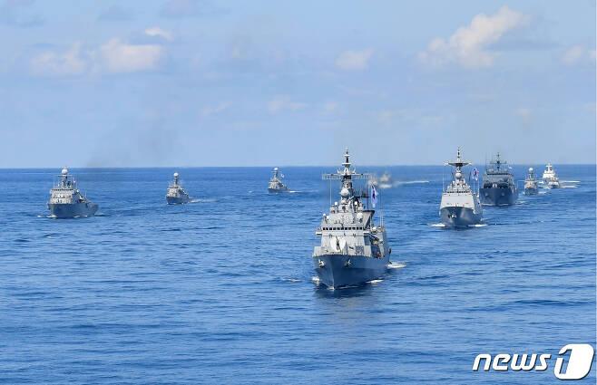 지난 2019년 8월25일 '동해영토수호훈련'에 참가한 해군·해경 함정들이 기동 중인 모습. (해군본부 제공) 2019.8.25/뉴스1