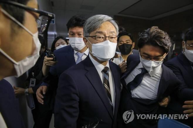 """국회 출석한 최재형, 대선 첫 입장 표명 """"조만간 밝힐 것"""""""