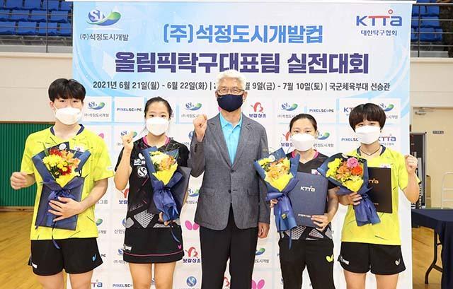 맨 왼쪽이 결승 상대 박규현