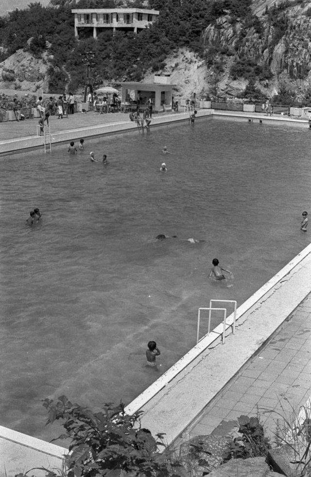 폐쇄되기 전인 1970년대 서울대 수영장의 모습./서울대