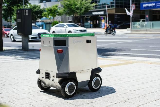 자율 주행 배달 로봇 '뉴비' (뉴빌리티 제공)© 뉴스1