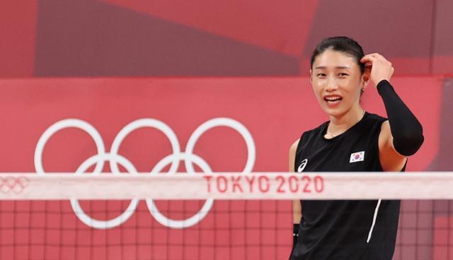 김연경이 21일 일본 도쿄 아레아케 아레나 경기장에서 개막전에 앞서 연습경기를 하고 있다. 도쿄=올림픽사진공동취재단