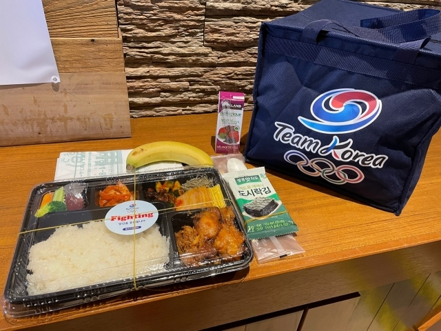 도쿄올림픽에 출전한 한국 선수단을 지원하는 대한체육회의 급식지원센터가 20일 선수들에게 전달한 점심 도시락. 연합뉴스