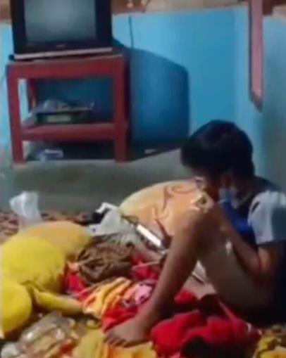 부모 사망 후 혼자 집에 남은 10세 소년 [트위터 @tutupan_pancii·재판매 및 DB 금지]