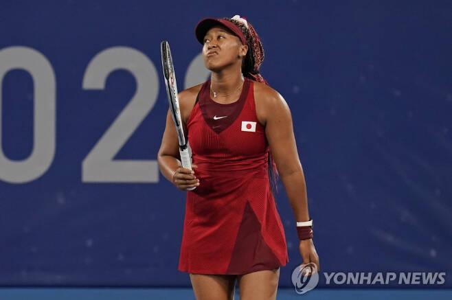 도쿄올림픽 테니스 여자 단식 우승 후보로 꼽혔던 일본 오사카 나오미. AP=연합뉴스