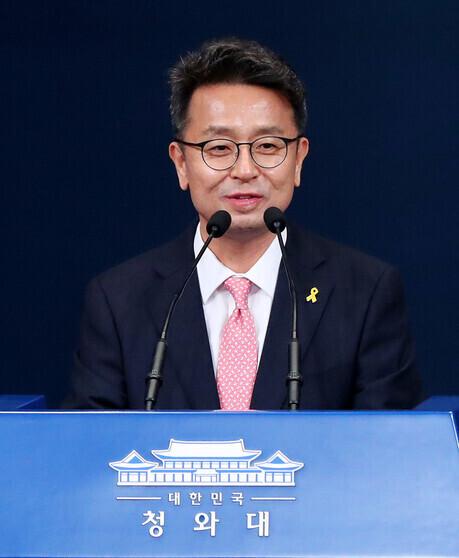이철희 대통령비서실 정무수석비서관이 지난 4월 청와대 춘추관에서 인사말을 하고 있다. 연합뉴스
