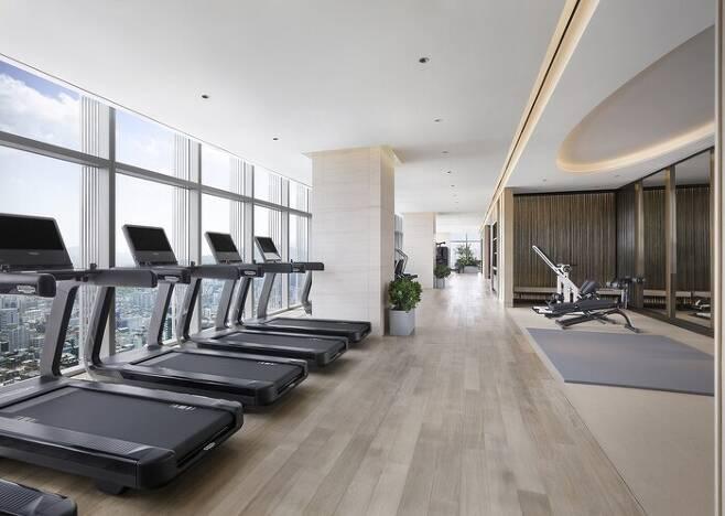 체크인과 체크아웃 사이 시간을 활용하면 체육관을 여유롭게 이용할 수 있다. 사진은 조선 팰리스의 피트니스 센터. 조선호텔&리조트 제공