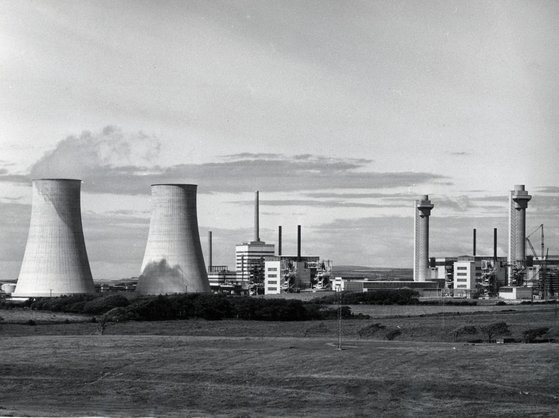 영국은 1956년 최초의 상업용 원전 콜더 홀을 가동한 '원전 종주국'이다. 하지만 이후 경제성 문제로 원전을 줄였고, 이후 저탄소 정책의 일환으로 다시 원전 정책을 추진하고 있으나 원전 산업 인프라가 사라진 상황이라 곤란을 겪고 있다. 사진 미국 에너지부