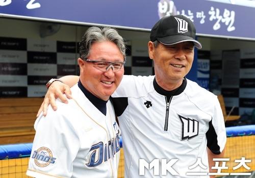 각각 NC와 고양 원더스 시절의 김경문 감독(왼쪽)과 김성근 감독.      사진=MK스포츠 DB