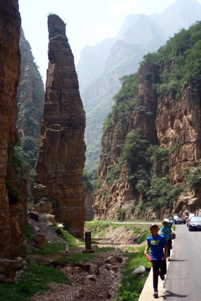 비호욕의 일주향. 높이 32m의 돌기둥이다. ⓒ최종명