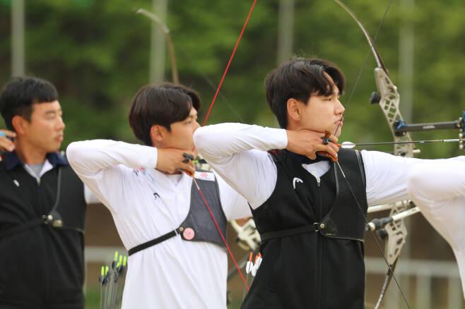 한우탁, 이우석, 김필중(맨 왼쪽부터)의 2차 대표팀 선발전 경기 장면. 사진제공=대한양궁협회