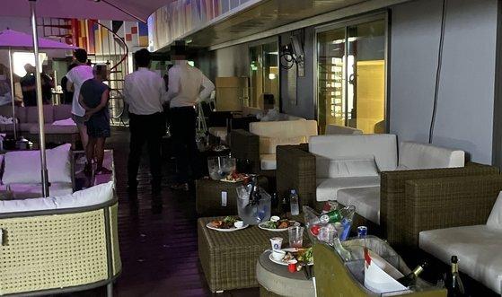지난달 31일 오후 강원 강릉시의 한 호텔에서 풀 파티가 진행되고 있는 모습. [사진 강릉시]