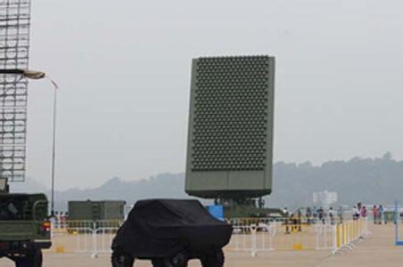 【서울=뉴시스】미국이 북핵 미사일 실험에 대한 강력한 경고 메시지로 세계 최강의 전투기로 평가받는 스텔스 전투기 F-22 4대를 한국에 출동시킨 가운데 중국 언론이 F-22의 아·태 지역 배치를 자국 반스텔스 레이더를 테스트하는 기회로 삼을 수 있다고 주장했다. 19일 중국 관영 환추스바오(環球時報)는 전문가를 인용해 현시점에서 한국과 일본 등 중국 주변 지역에 나타난  F-22 전투기는 약 20대로 예상된다고면서 이같이 전했다. 중국이 산둥반도에 배치한 탐지거리 500㎞의 JY-26. (사진출처: 바이두) 2016.02.19