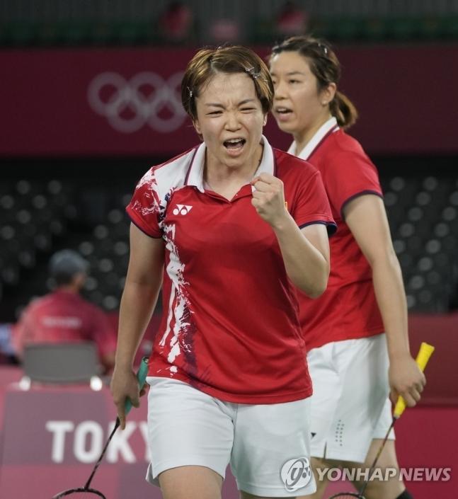 중국 배드민턴 여자복식 천칭천(앞)과 자이판(뒤) - 도쿄 AP 연합뉴스