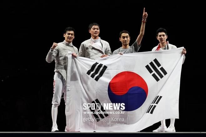 ▲ 올림픽 2연패 업적을 달성한 2020 도쿄올림픽 펜싱 사브르 대표팀. ⓒ게티이미지