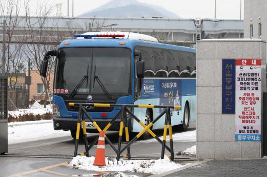 지난 1월 서울 송파구 동부구치소에서 호송 버스가 빠져나가고 있다.(사진=연합뉴스)