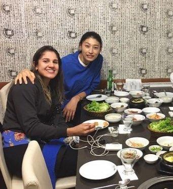 한식 먹는 김연경과 나탈리아. 나탈리아 인스타그램