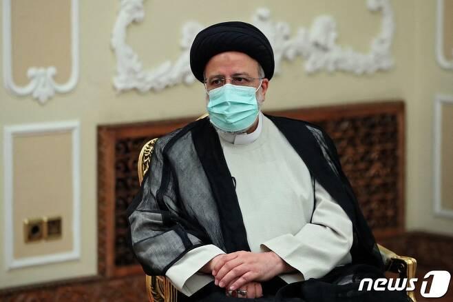 에브라힘 라이시 이란 대통령이 마르함 살리흐 이라크 대통령과 회담을 하고 있다. © AFP=뉴스1 © News1 우동명 기자