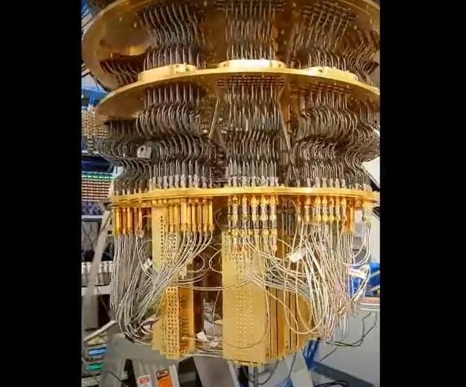 구글의 퀀텀 컴퓨터의 내부 모습. [구글 제공=연합뉴스]