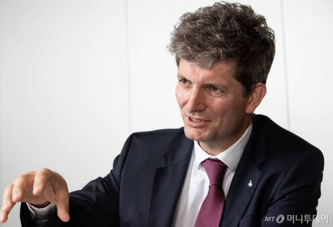 쟈크 엔티엔 미셸 에퀴노르코리아 지사장