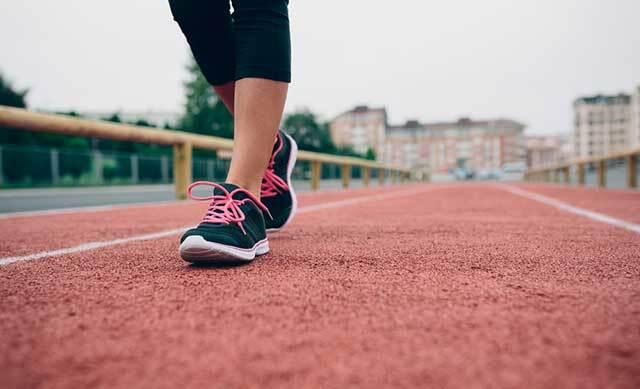 매일 7000보 이상 걸으면 사망 위험이 낮아진다는 연구 결과가 나왔다./사진=클립아트코리아