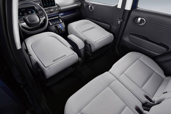 앞좌석까지 완전히 접을 수 있는 현대차 경형 SUV `캐스퍼` 내부. [사진 제공 = 현대차]