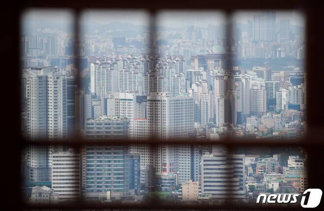 13일 서울 중구 남산에서 바라본 도심 아파트단지의 모습. . 2021.9.13/뉴스1 © News1 안은나 기자