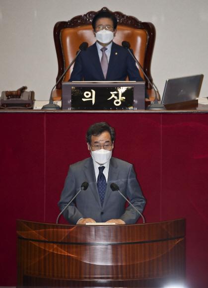 더불어민주당 이낙연 의원이 15일 오후 서울 여의도 국회에서 열린 제 6차 본회의에 상정된 사직안 투표 전 신상발언을 하고 있다.2021. 9. 15 정연호 기자 tpgod@seoul.co.kr