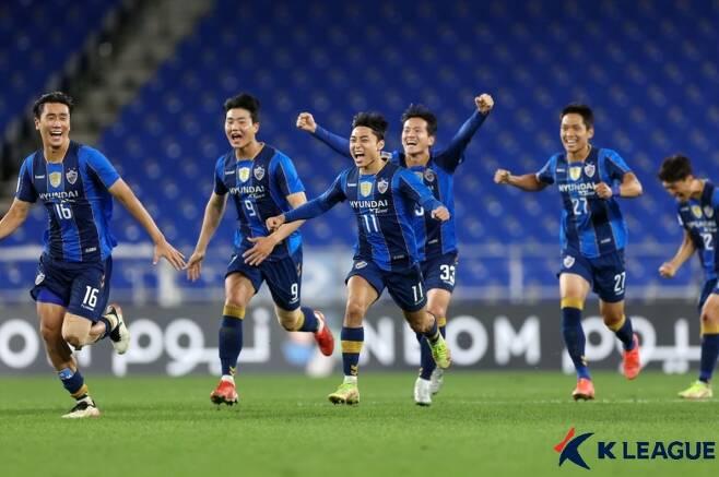 ▲ 울산 현대가 14일 '2021 AFC 챔피언스리그' 16강에서 가와사키 프론탈레를 승부차기 끝에 꺾고 8강 진출에 성공했다 ⓒ한국프로축구연맹