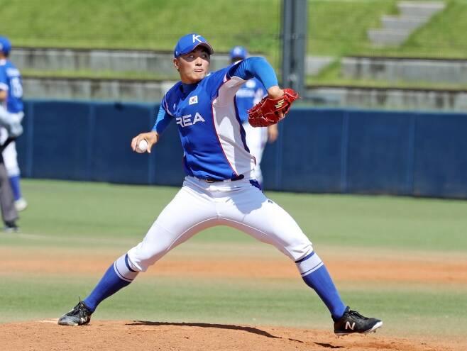 ▲ U-18 야구대표팀 박준영이 15일 대구시민구장에서 열린 U-23 야구대표팀과 평가전에서 역투하고 있다. ⓒ한화 이글스