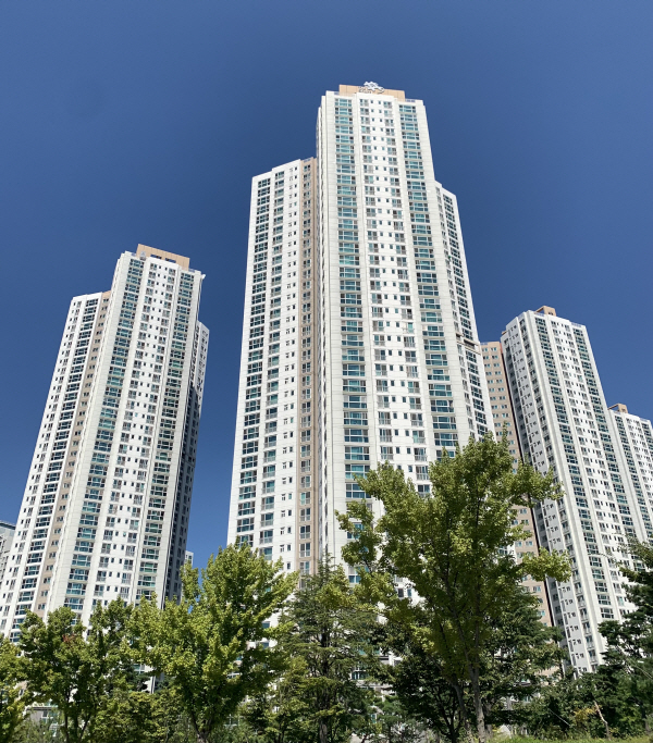 인천시 연수구 송도동 5공구의 한 아파트 단지. [사진 = 최아영 기자]