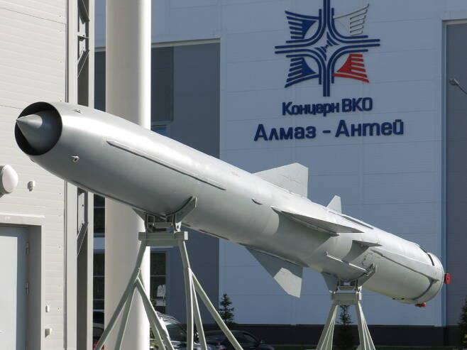러시아군이 운용중인 P-800 오닉스는 일체형 로켓 램제트를 사용해 초음속 비행을 한다. 사진=위키피디아