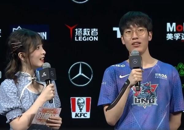 사진=LPL, LNG 공식 웨이보, 인터뷰하는 '타잔' 이승용 선수