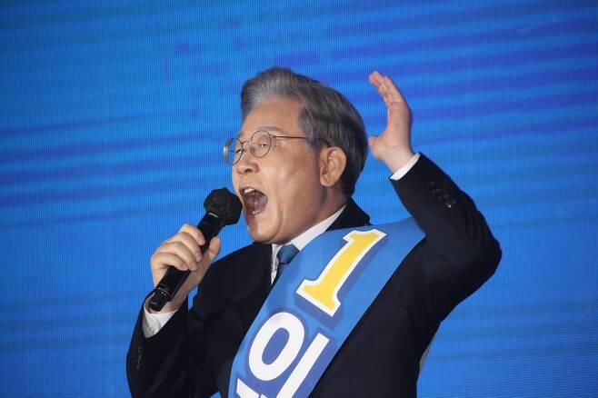 지난 12일 강원도 원주시에서 열린 민주당 강원도당 경선 투표에 앞서 연설하고 있는 이재명 후보. /남강호 기자