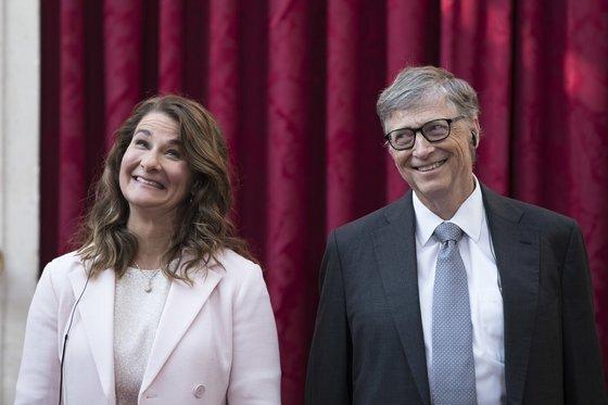 지난 5월 이혼을 발표한 마이크로소프트 창업자인 빌 게이츠(66)와 그의 전 부인 멜린다 프렌치 게이츠(57). [AP=연합뉴스]