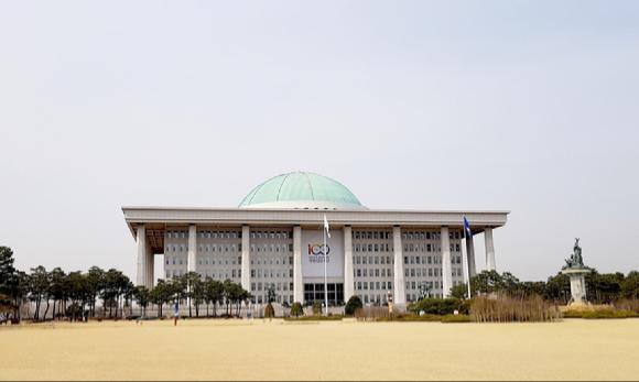 국회의사당 본관 건물 전경