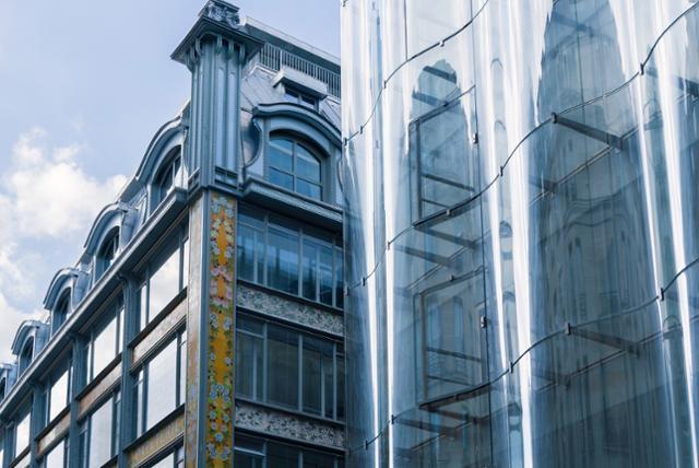 올해 6월 재개장한 프랑스 파리의 사마리텐은 19세기 아르누보 양식의 외관과 21세기 미니멀리즘 외관이 절묘한 조화를 이룬다. ⓒSamaritaine