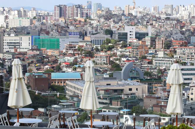 서울 남산에서 바라본 용산구의 빌라 모습. [연합]
