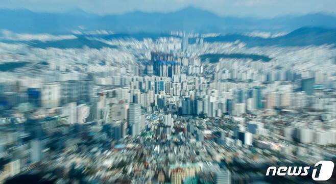 22일 서울 용산구 남산N서울타워에서 바라본 도심 아파트단지. 2021.9.22/뉴스1 © News1 안은나 기자