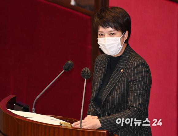 국민의힘 김은혜 의원이 28일 서울 여의도 국회에서 열린 본회의에서 자유발언을 하고 있다. [사진=김성진 기자]