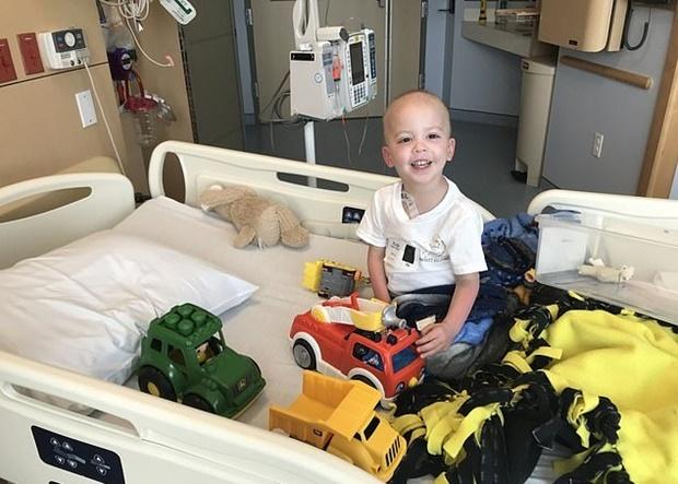 버켓은 2살이던 2018년 4월 소아 급성림프구성 백혈병 진단을 받았다. 급성림프구성 백혈병은 골수 내 림프모세포가 악성으로 변해 증식하는 중증 질환으로, 소아암 중 20~25%를 차지할 만큼 흔하다.