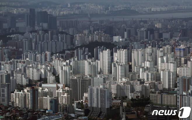 (서울=뉴스1) 오대일 기자 = 5일 오후 서울 중구 남산N서울타워에서 바라본 아파트단지 모습. 2021.10.5/뉴스1