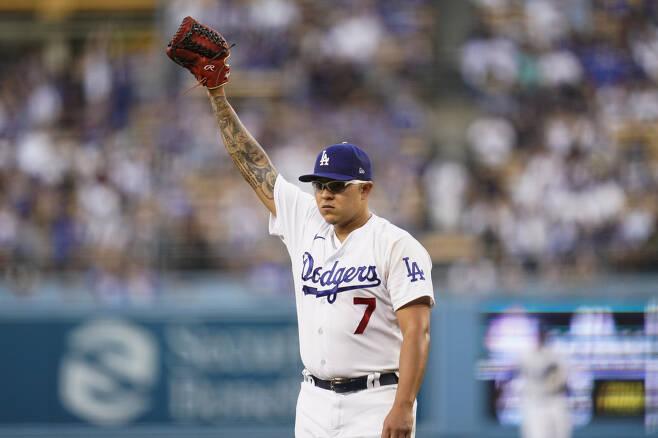 LA 다저스 훌리오 유리아스가 디비전시리즈 최종 5차전 선발이라는 중책을 맡았다. 다저스는 2년 전 106승을 거두고도 디비전시리즈에서 탈락해 역대 최다승 '광탈'의 수모를 당했다. AP연합뉴스