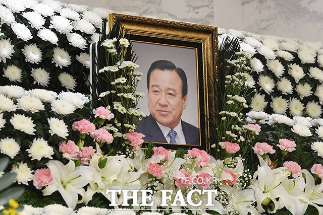 고 이완구 전 국무총리의 빈소가 14일 오후 서울 서초구 서울성모병원 장례식장에 마련돼있다. /남용희 기자