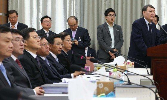 2013년 10월 21일 윤석열(당시 여주지청장) 국정원 댓글사건 수사팀장은 서울 서초동 서울고등검찰청에서 열린 법사위 국정감사에서 폭탄발언을 쏟아냈다.