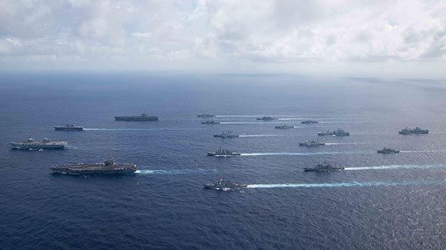 미국 인도태평양 사령부는 지난 3일 항모 로널드 레이건호와 칼 빈슨 호 등 미군 항모 2척과 영국 해군의 항모 퀸 엘리자베스, 일본 해군의 이세함을 포함해 캐나다와 네덜란드, 뉴질랜드 해군 병력 등 총 1만 5천의 병력과 함정 등이 동원된 연합해상훈련이 필리핀 해역에서 이뤄졌다고 발표했다.