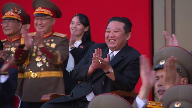 [서울=뉴시스] 북한 조선중앙TV는 지난 11일 평양의 3대혁명전시관에서 김정은 국무위원장이 참석한 가운데 국방발전전람회 '자위-2021'이 열렸다고 13일 보도했다. 2021.10.13. *재판매 및 DB 금지