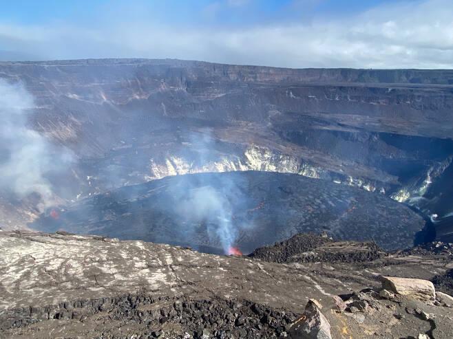 미 하와이주의 한 섬에서 이달 초 화산활동이 일어나고 있다. [EPA]