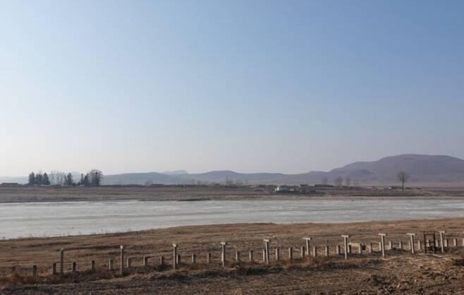 접경지역인 북한 양강도 김형직군에서 일가족 4명이 경계 근무를 서는 북한 군인에게 수면제를 먹인 뒤 탈북하는 일이 발생했다. 데일리NK 캡처